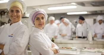 Inscrições abertas nos cursos gratuitos de Garçom e Técnico em Cozinha