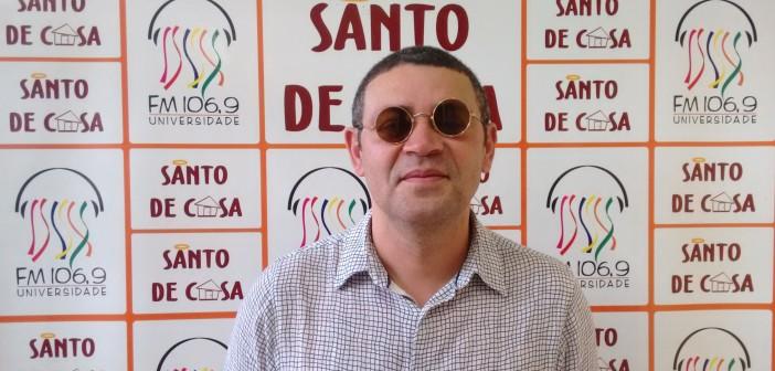 """Tatto Costa fala sobre a turnê """"Quase Todas As Canções"""" no Santo de Casa"""